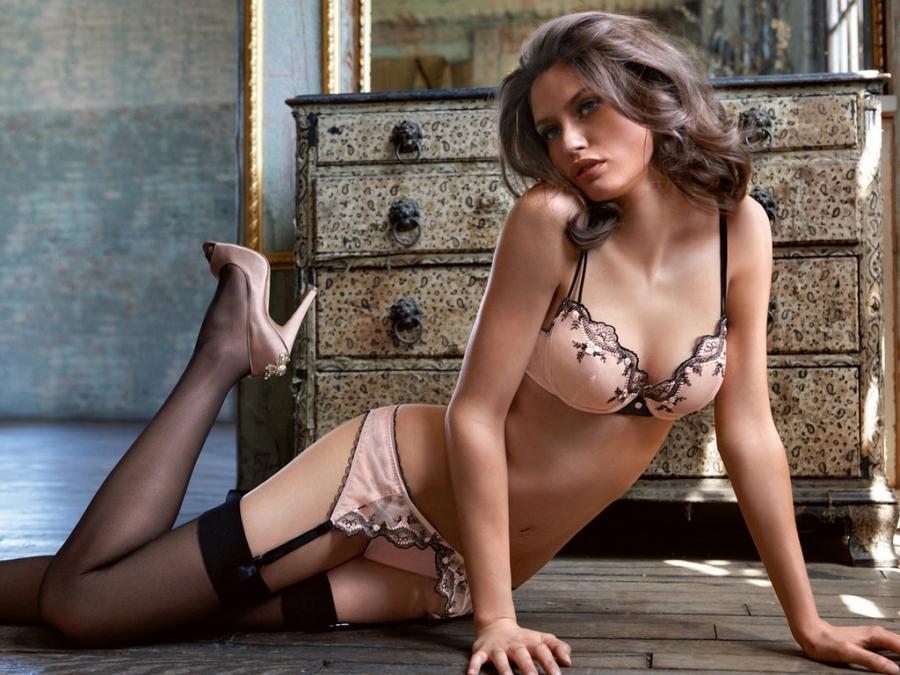 Французские девушки модели в рекламе секс нижнего белья