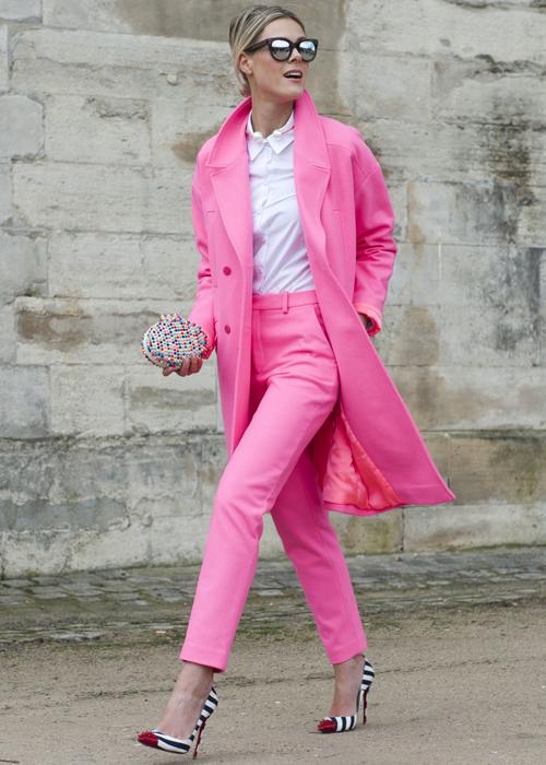 луки с розовым костюмом