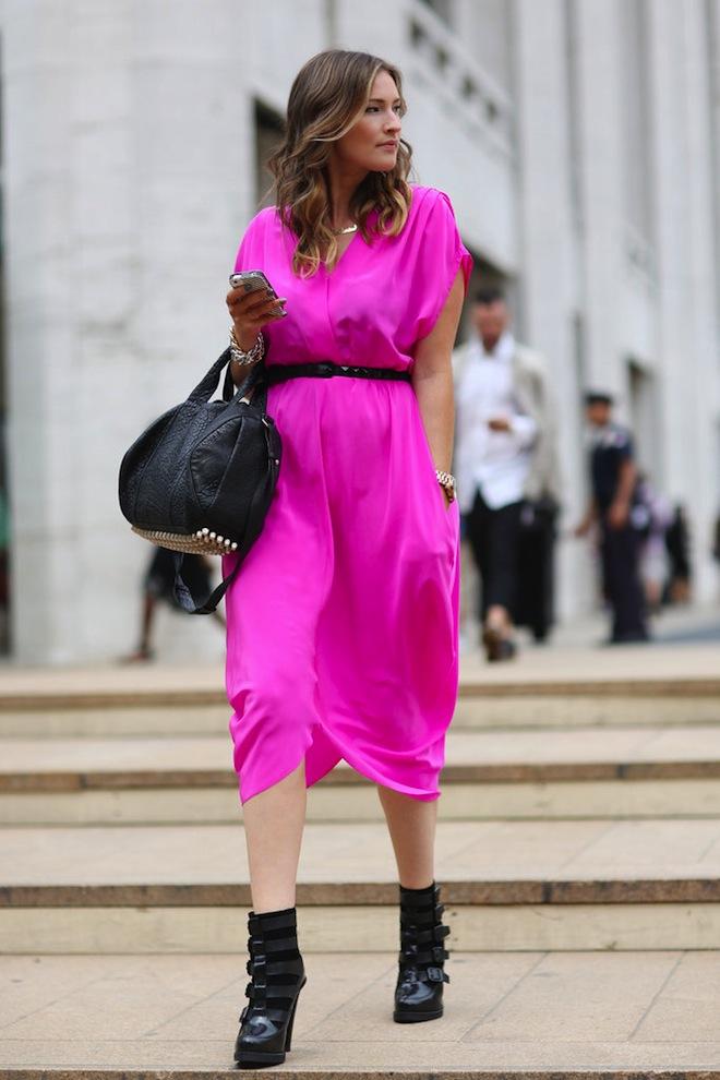 луки с розовым платьем