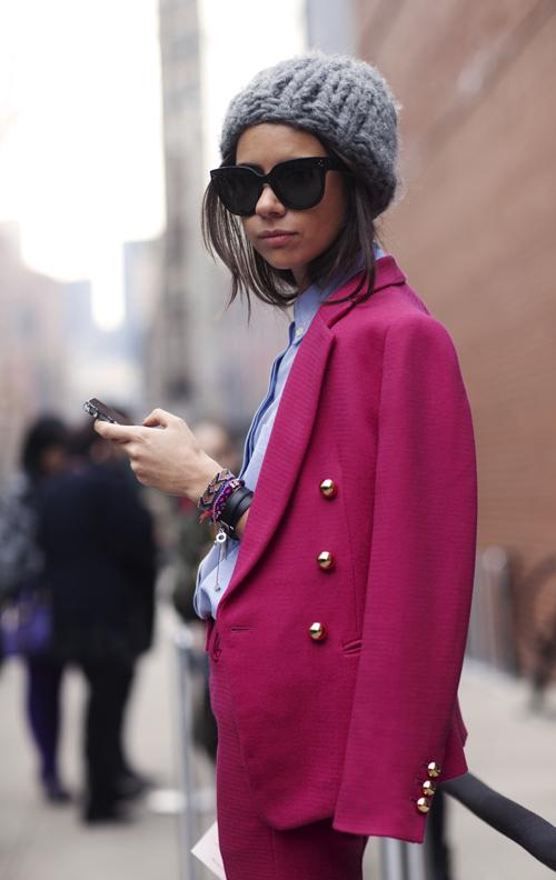 луки с розовым пальто