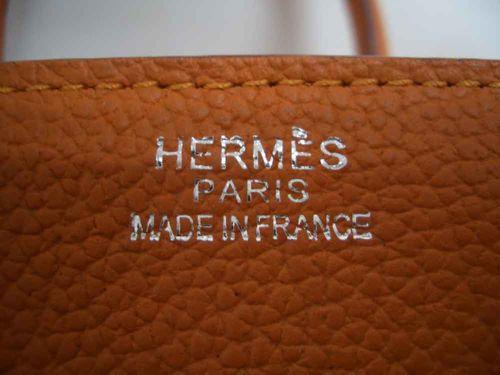 9dc4fc3efd1f ... ее наборными буквами, как в старых типографиях. Кстати, в бутиках  Hermès имеется услуга - подобным способом на сумке можно выдавить,  например, свое имя.